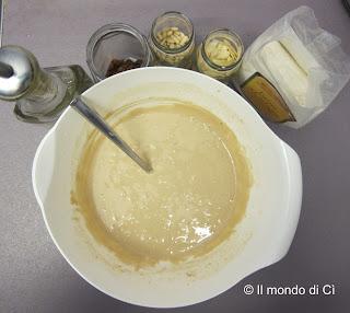 Gli ingredienti del Castagnaccio miscelati