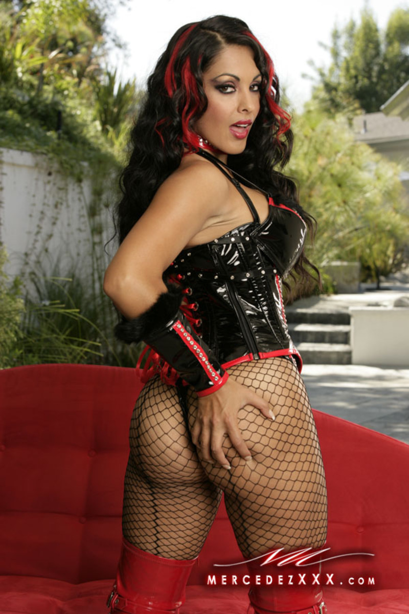 Nina Mercedes Latina http://beautiful-latinas.blogspot.com/2012/09/nina-mercedez.html