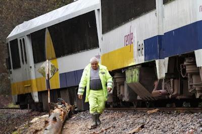 Temporal provocó el descarrilamiento de un tren en Galicia, 24 de Diciembre 2013