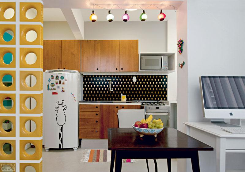 """decoracao de ambientes pequenos e integrados : decoracao de ambientes pequenos e integrados:Além de muito moderno, o pequeno imóvel ficou com """"cara""""de grande."""