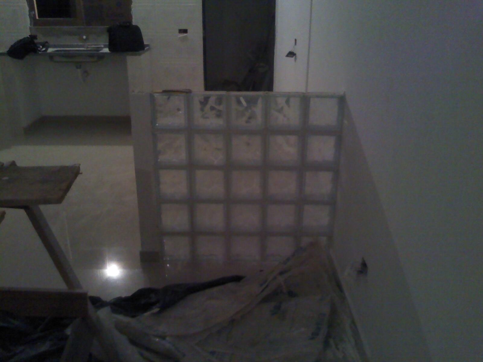Imagens de #4C5159 Parede de bloco de vidro vista da sala para a cozinha. Nesta foto a  1600x1200 px 3344 Bloco De Vidro No Banheiro