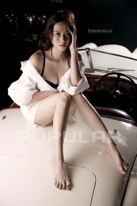 Hot: foto terbaru Aura kasih di majalah Popular