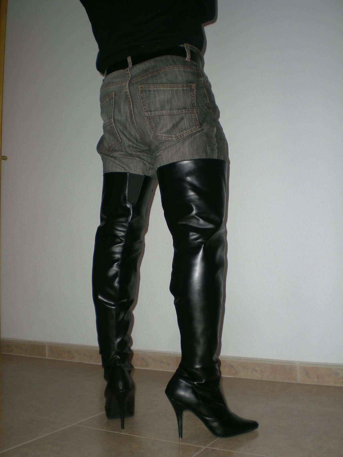 Men In High Heels: Women's Thigh Boots Worn By A Man