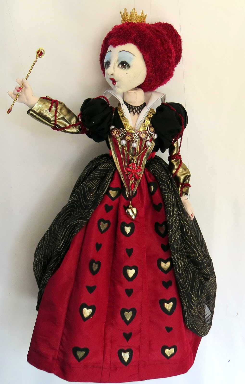 sfm cloth dolls with attitude the queen of hearts marionette. Black Bedroom Furniture Sets. Home Design Ideas