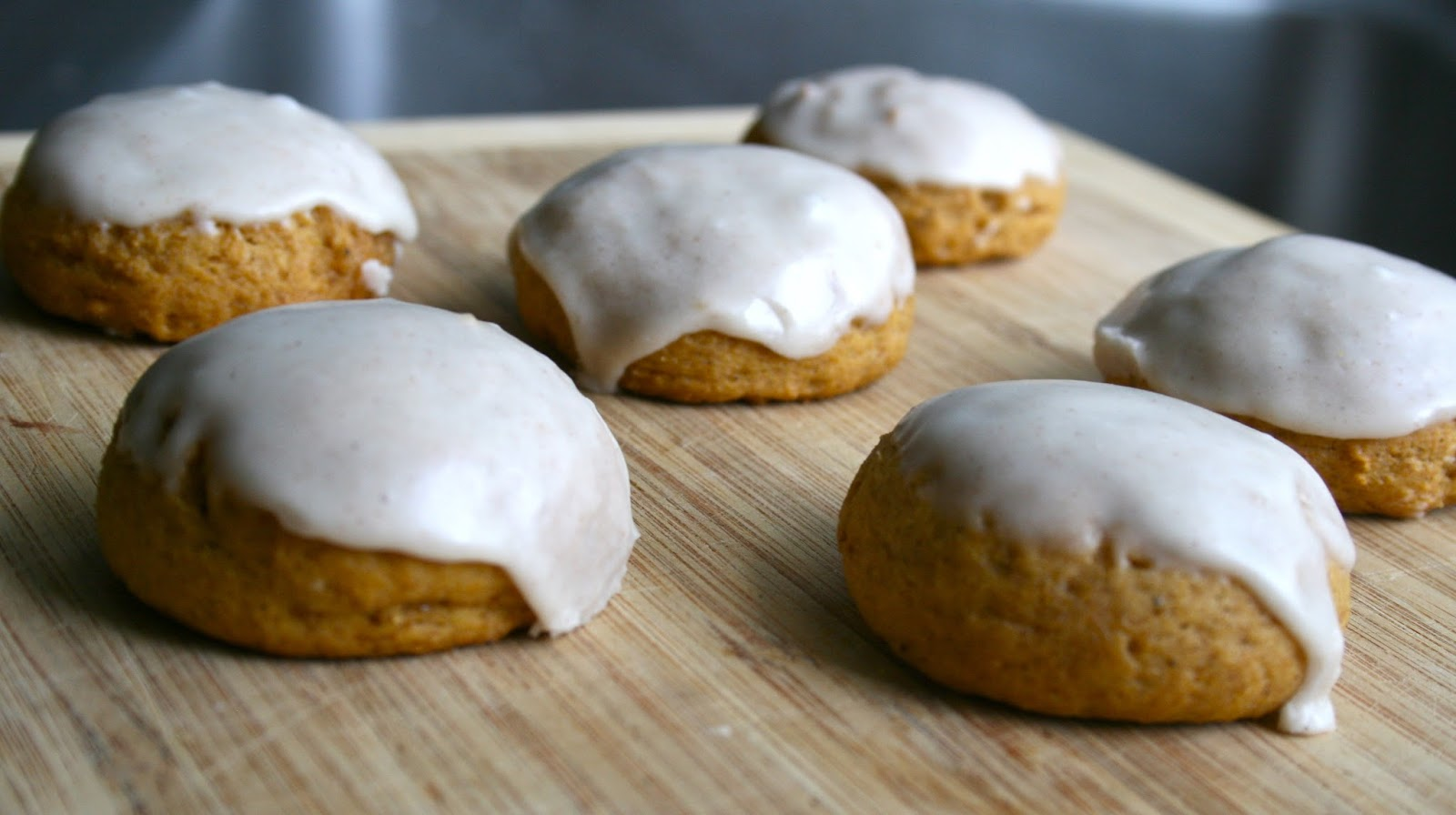 Bake - a - holic: Glazed Pumpkin Spice Cookies