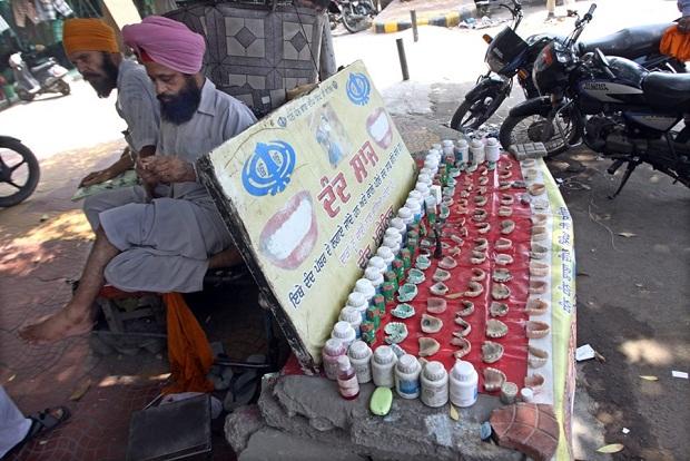 Medicina alternativa: dentistas en las calles en la India