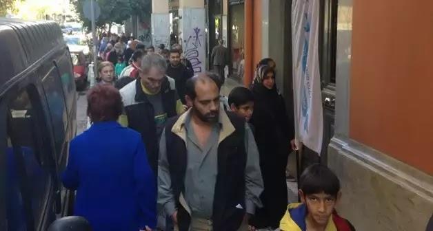 Για μία γκοφρέτα! Απίστευτες σκηνές στο Κέντρο της Αθήνας μας άφησαν άφωνους - ΒΙΝΤΕΟ