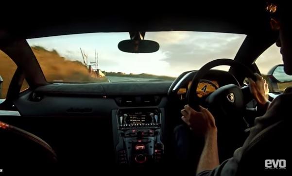 Amanece en la ruta, a fondo en un Lambo Aventador SV (video)