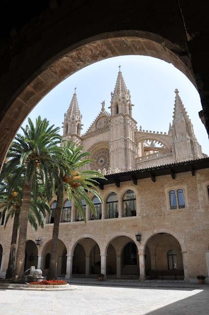 Green_Pear_Diaries_Palma_Mallorca_palacio-almudaina_Alexandra-Proaño