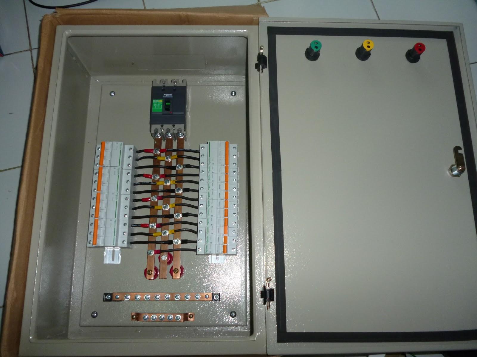 Etnik Sugitama Engineering  Panel Pembagi Arus 3 Phase Untuk Lampu Dan Ac