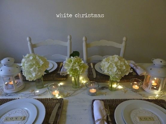 White Coastal Christmas Table Setting