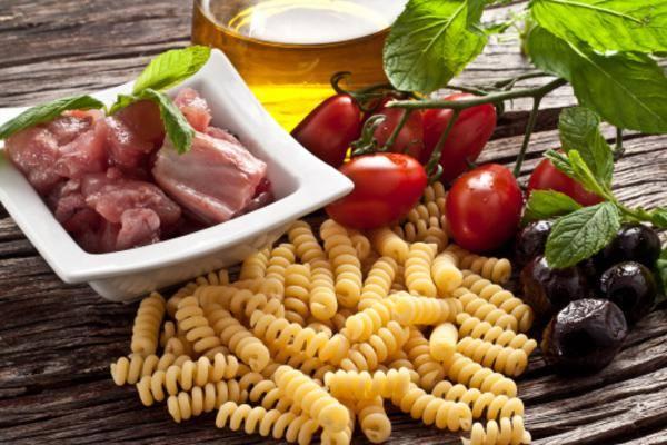 Μακαρόνια + τόνος + σαλάτα λαχανικών