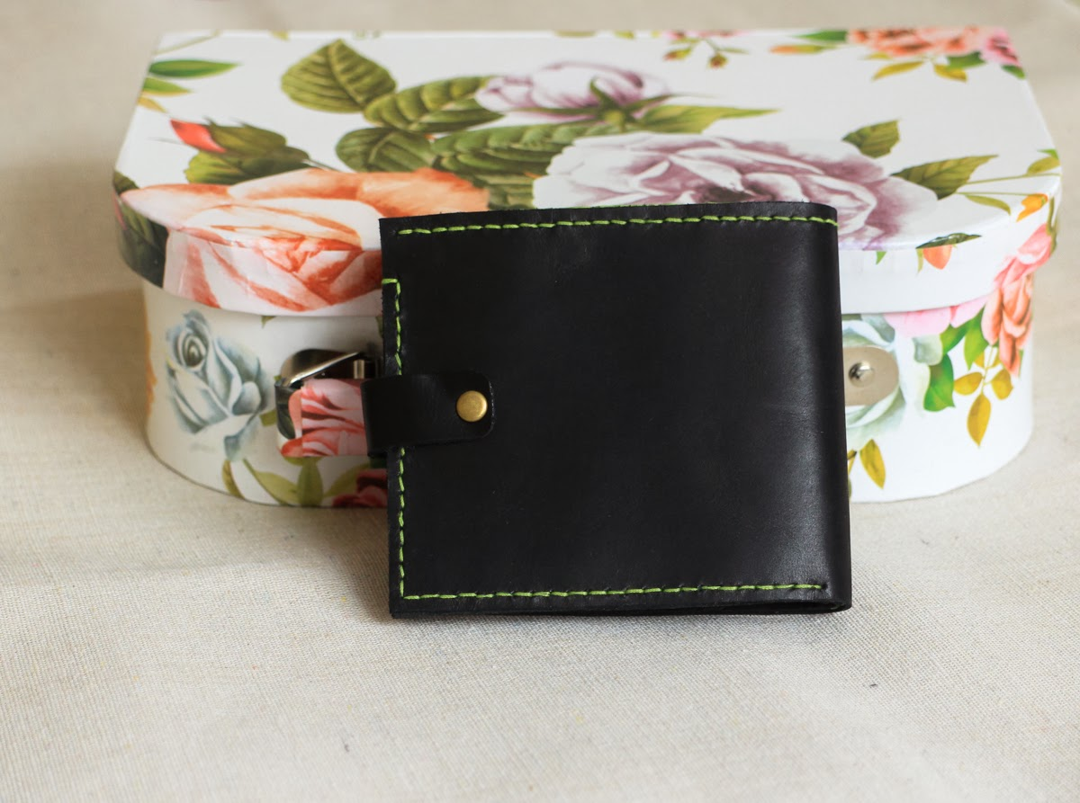 Кожаный кошелек компактного размера