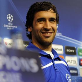 Raul at press conference with Shalke 04 jersey