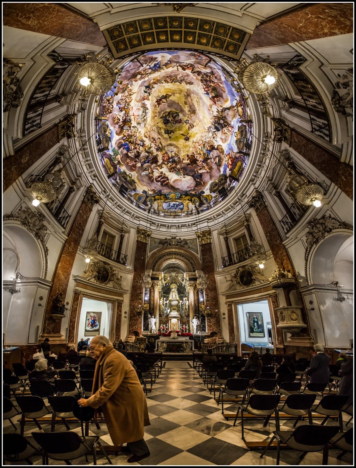 Real Basílica de Nuestra Señora de los Desamparados :: Panorámica 6 x Canon EOS 5D MkIII | ISO 3200 | Canon 17-40@17mm | f/4.0 | 1/25s