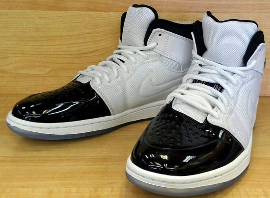 Nike Air Jordan 1 Rétro Mi Tatouages black-out