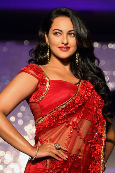 Sonakshi Sinha New hot saree images