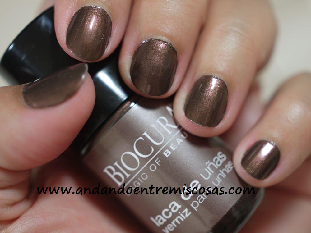 Manicura en marrón