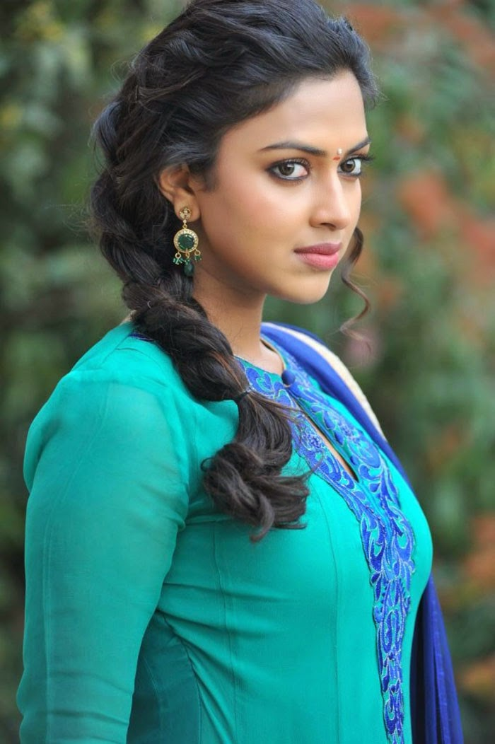 Amala Paul Nude Photos 63