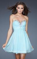 Kъса рокля в светлосиньо с блестяща украса по деколтето, дизайн La Femme Fashion