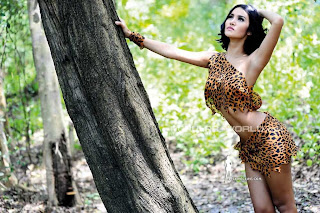 Laras Monca for Popular World Magazine, April 2013 (Part 1)