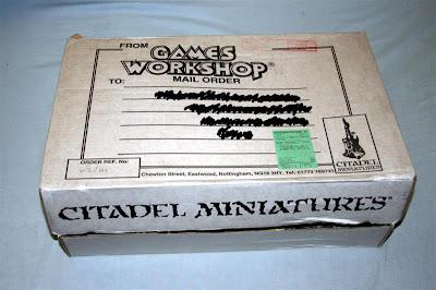 Dorso de la caja Telescópica de Games Workshop 31x47x9 cm