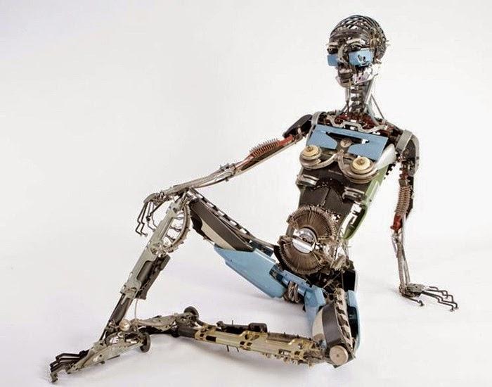 robot dari rongsokan mesin ketik