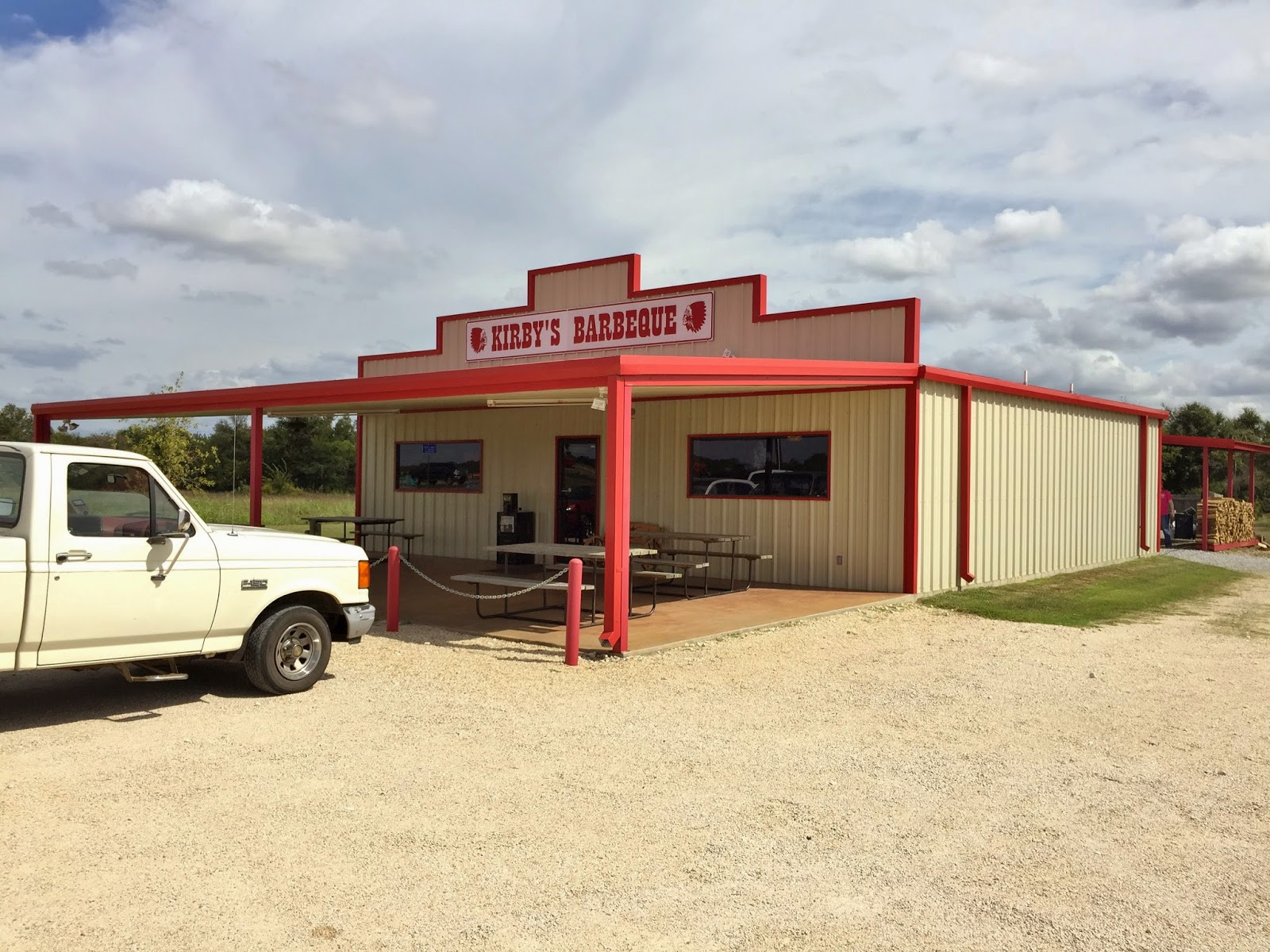 The simple building that houses Kirby's Barbecue
