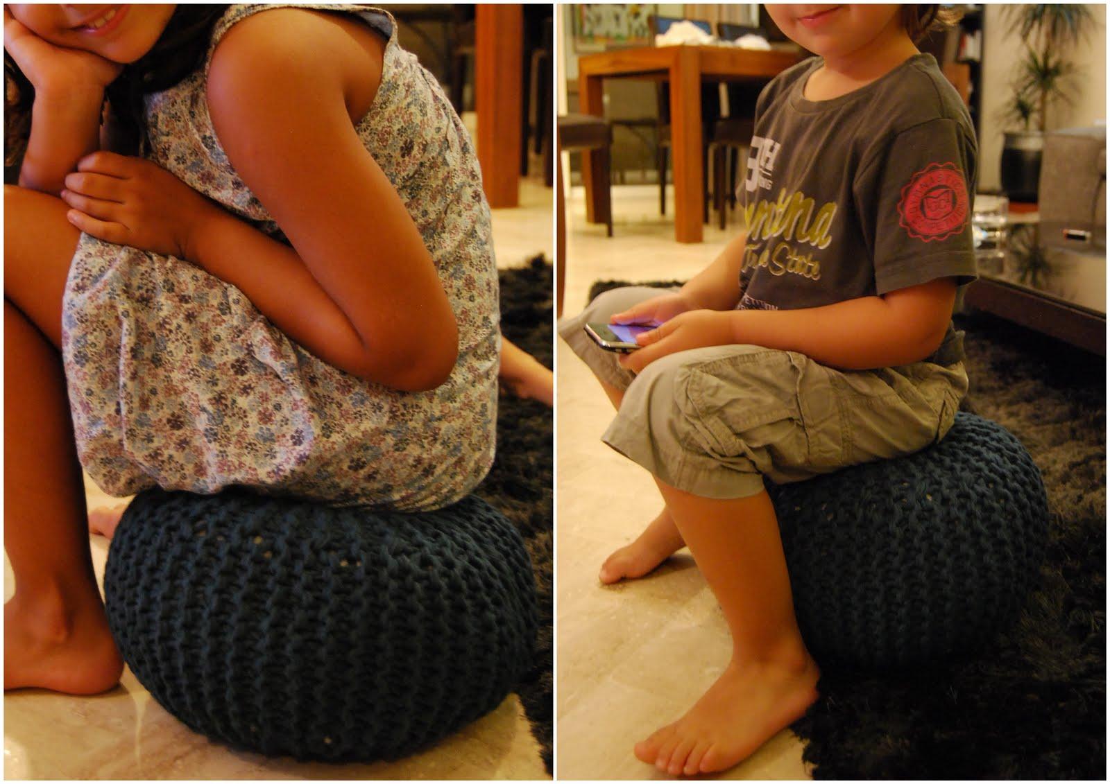 le grand bazaar du tricot pour mes fesses un mini pouf. Black Bedroom Furniture Sets. Home Design Ideas