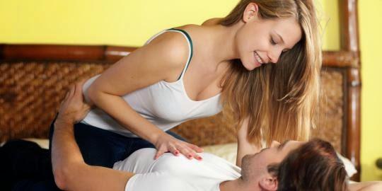 5 Tips Cara Bangkitkan Gairah Seks Pria