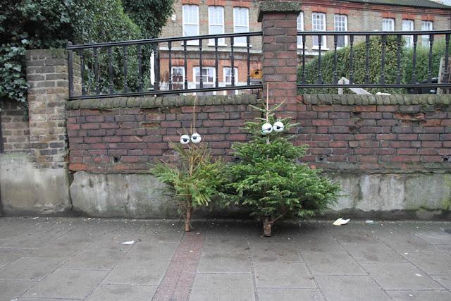 Árvores pós-Natal bem humoradas