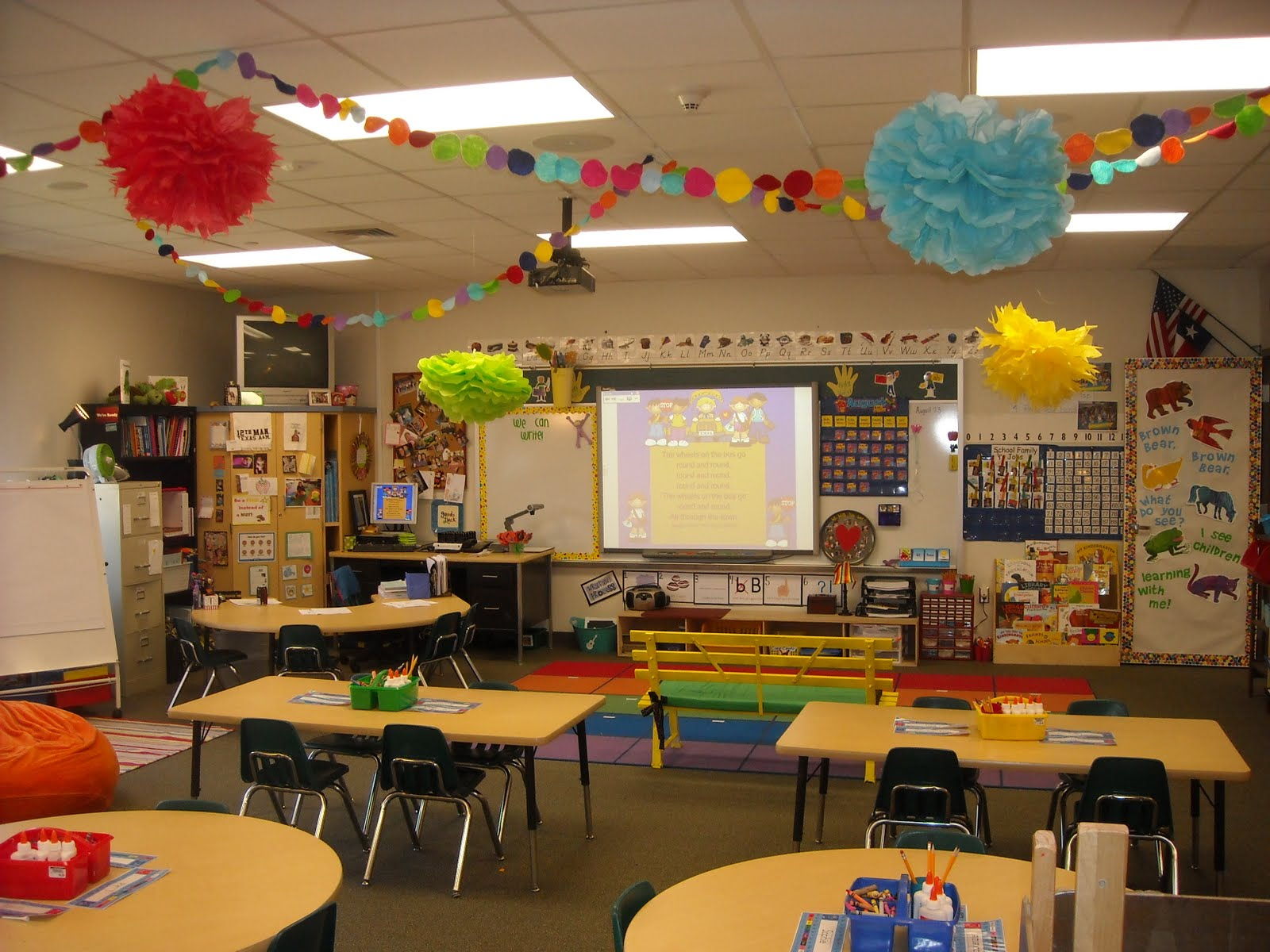 Classroom Hanging Ideas ~ From kindergarten to college my new classroom