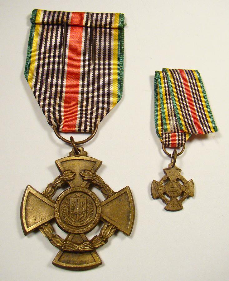 """Medalha da Constituição """"Pola Lei Pola Grei"""""""