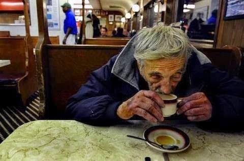 """Kisah Inspiratif : Suspended Coffees """"Kopi Ditangguhkan"""""""