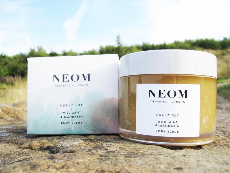 A picture of NEOM Organics Great Day Wild Mint & Mandarin Body Scrub