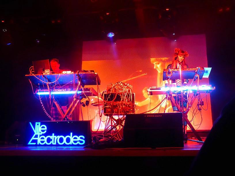 Martin Swan, Anais Neon : Vile Electrodes live @ Electronic Circus Festival 2014 / photo S. Mazars