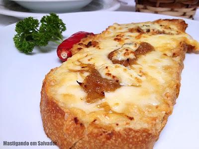 Ristorante La Pasta Gialla: Bruschetta com Gorgonzola e Cebola Caramelizada