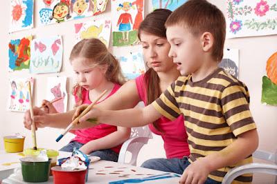 teacher with kids in art class