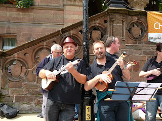 N'ukes ukulele band - Keith and Steve