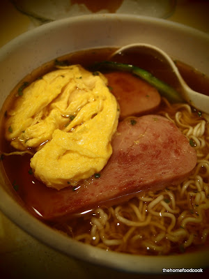 thehomefoodcook - four days of hong kong - breakfast instant noodles
