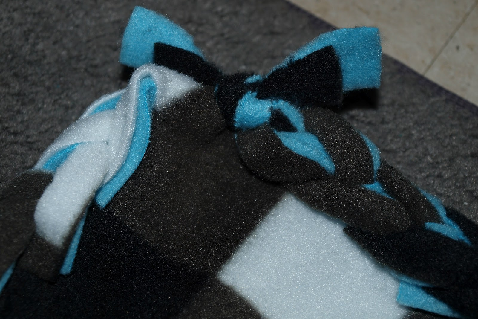 Elemental Carbon: Fleece Blanket with Crocheted Edge // DIY