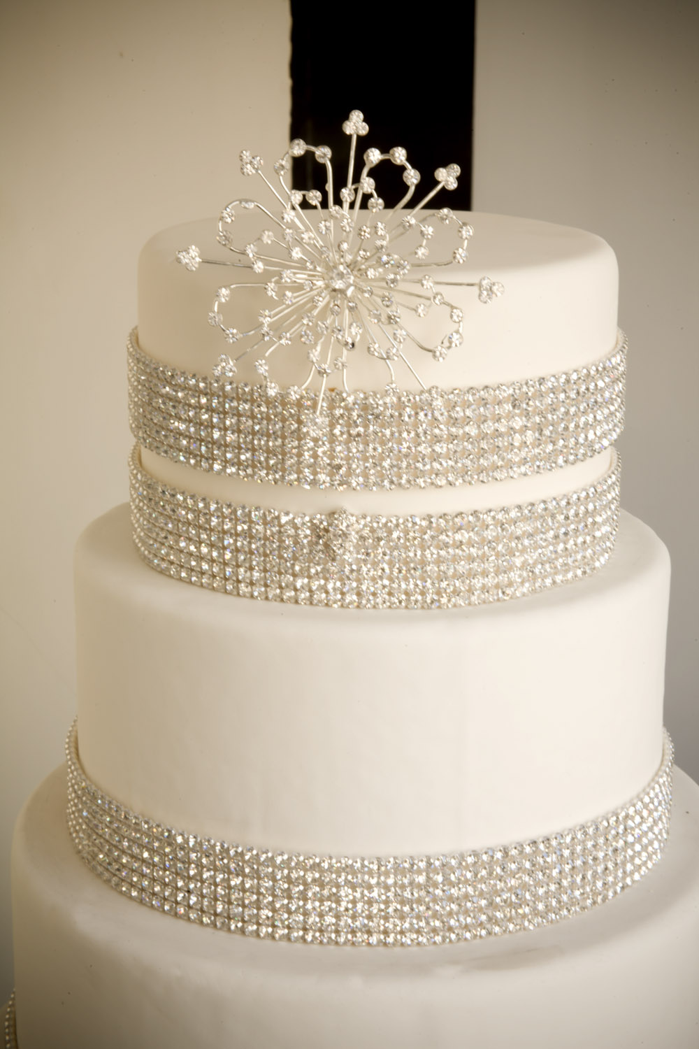 A simple cake crystal decorations more diy bling for Bling decor