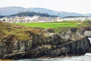 Vista de Puerto de Vega desde el sendero litoral