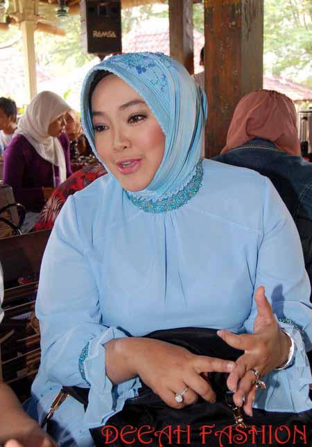 Jilbab ala Rina Gunawan WO Artis