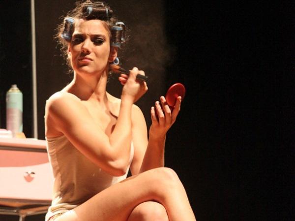 Adriana Birolli em Manual Prático da Mulher Desesperada