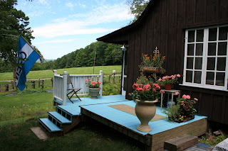 Enjoy a Cup of Tea and Biscotti on our Tea House Deck..Mtn Views