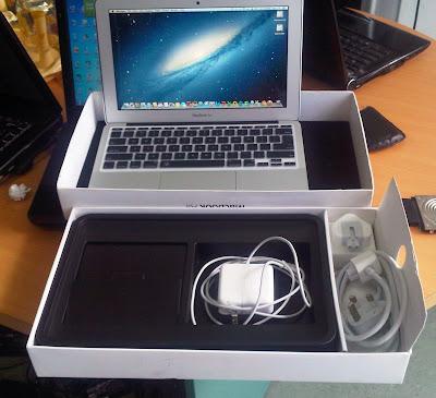 0942299241 Bán Macbook air cũ tại Hà Nội siêu mỏng đẹp nguyên bản còn full hộp box đầy đủ giấy tờ sách hướng dẫn, laptop apple macbook air 2012 đã qua sử dụng nhưng cực đẹp, không 1 vết trầy xước