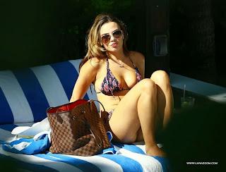كيلي سبيري في صور ساخنة بالبكيني في  ميامي