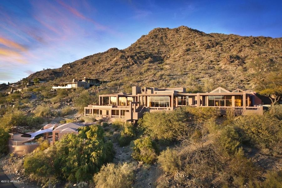 Amazing desert house in paradise valley arizona for Modern homes arizona