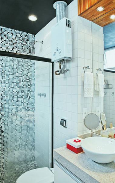 decoracao teto banheiro:No mesmo ambiente cuba, torneira e a porta de correr. Eu amei!